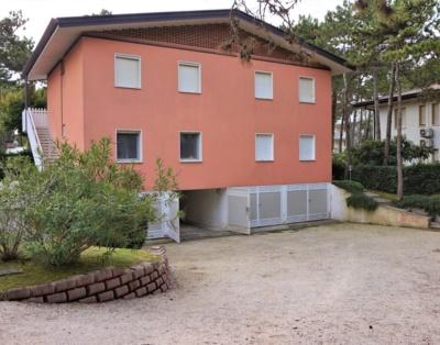 Appartamento con garage-Lignano Pineta